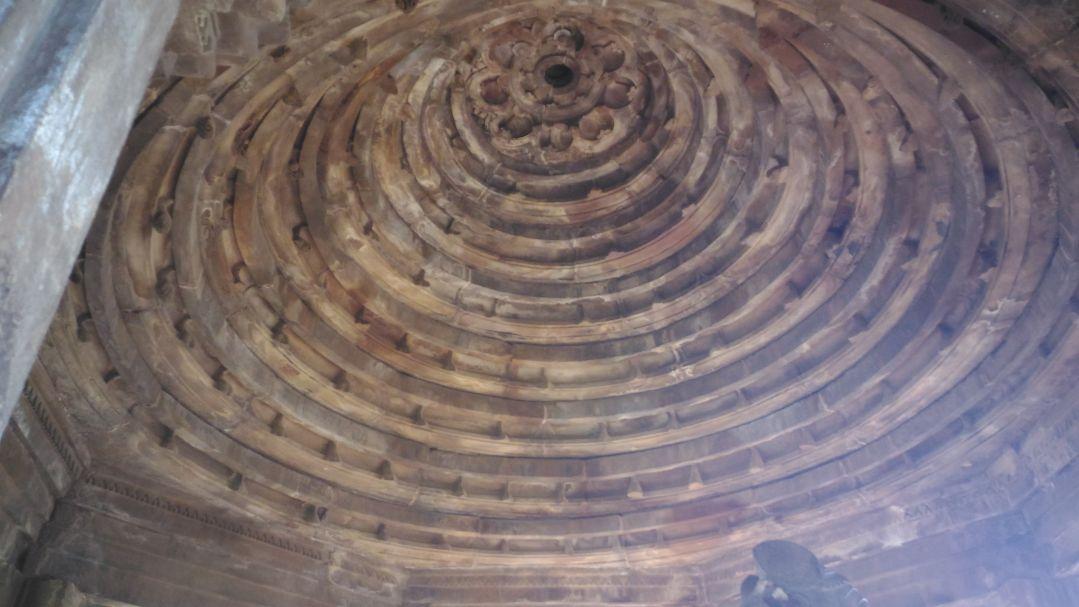 വൃത്താകൃതിയിലുള്ള സൂത്രക്കല്ല്, Keystone
