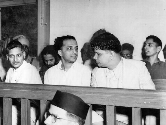 നാഥുറാം ഗോഡ്സെ, നാരായൺ ആപ്തെ, വിഷ്ണു കർക്കരേ