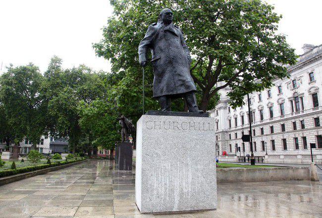 Stuatue of Winston Churchill